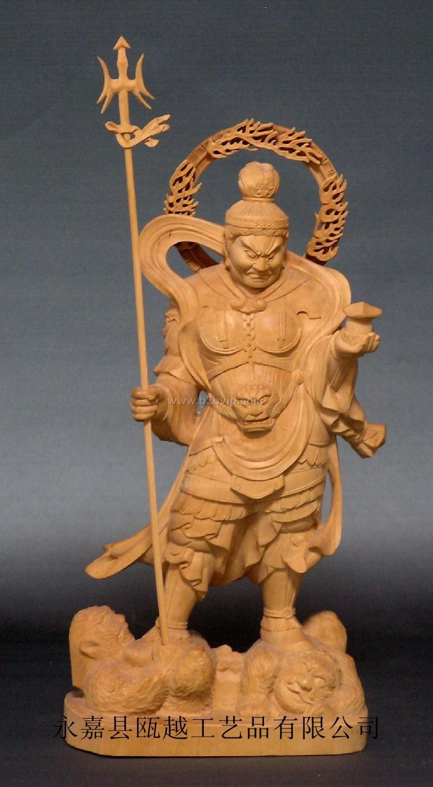 毗沙门天(天名)Vaiśrava&ndotblw;a,又云多闻天。四天王中毗沙门天之王也。在佛教中为护法之天神。兼施福之神性。法华义疏云:此天恒护如来道场而闻法,故名多闻天。于胎藏界曼荼罗在外金刚部院北方之门侧,于金刚界曼荼罗位于西方,夜叉主也。此天与吉祥天,从古神话时代常相关连而为夫妻,于日本台密,如欢喜天有双身毗沙门法,但双身者,皆男天也。其形像有多种。胎藏界曼荼罗之像,着甲胄,左掌有塔,右持宝棒,坐像也。或传有为立像者。