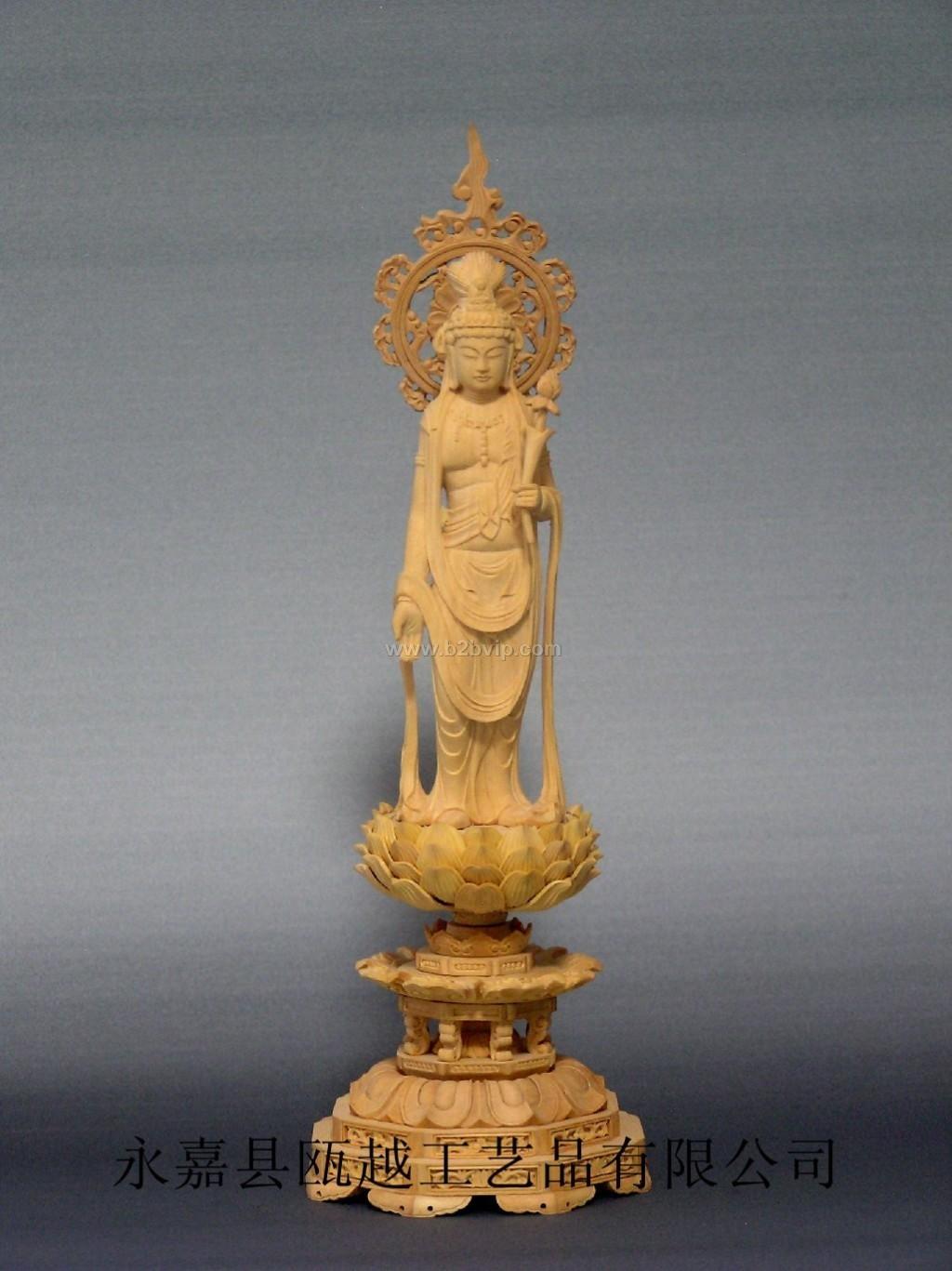 """圣观音,梵文 Avalokite?vara,又作观世音菩萨、观自在菩萨、光世音菩萨等,从字面解释就是观察(世间民众的)声音的菩萨,是四大菩萨之一。他相貌端庄慈祥,经常手持净瓶杨柳,具有无量的智慧和神通,大慈大悲,普救人间疾苦。当人们遇到灾难时,只要念其名号,便前往救度,所以称观世音。根据《法华经》,""""若有众生多于淫欲,常念恭敬观世音菩萨,便得离欲。"""