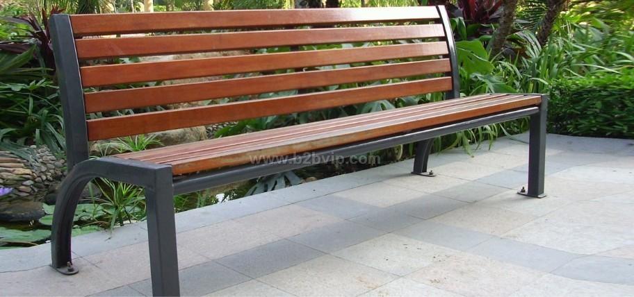 如:环保塑胶木,进口硬木头,及进口防腐木材等制造成型,这类休闲椅钢铁